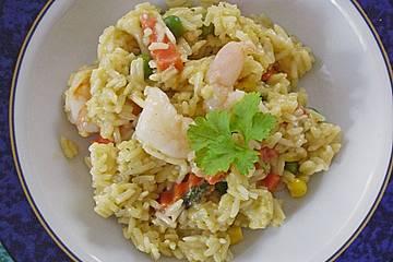Exotisches Reisgericht mit Buttergemüse, Currypaste, Kokosmilch und Riesengarnelen