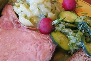 Warmes Kasseler mit buntem Kartoffelsalat