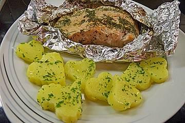 Roros Lachsfilets in Alufolie gebacken mit Herz - Butterkartöffelchen