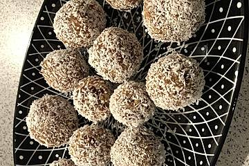 Dattelkugeln mit Kokos