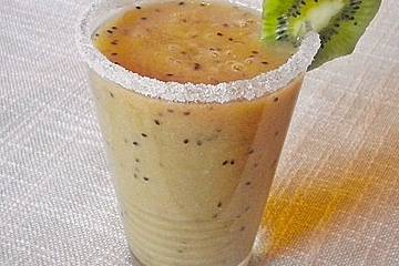 Banane - Kiwi - Orangen - Erdbeersmoothie