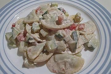Schneller Tortellinisalat mit Tomaten und Gurken
