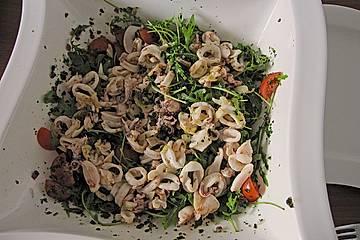 Calamarisalat im Kräuterbett
