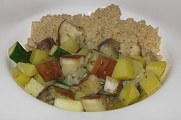 Kartoffel - Auberginen - Zucchinipfanne mit Couscous
