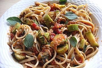 Spaghetti in Zucchini-Thunfisch Sauce