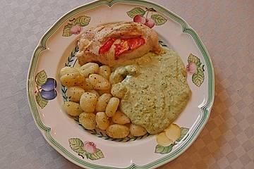 Kräutergnocchi mit Basilikumsauce und Hähnchenbrustfilet