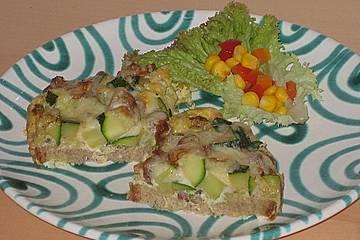 Überbackenes Brot mit Zucchini und Pfifferlingen