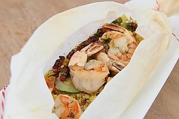 Couscous und Garnelen im Pergament