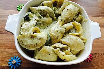 Nudelauflauf mit Pesto-Sahnesoße