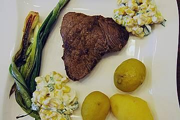 Gewürzte Steaks mit Jungzwiebeln und Mais-Relish