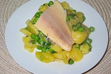 Kartoffelsalat mit Forellenfilets
