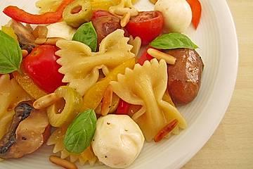 Lauwarmer Nudelsalat mit Mozzarella