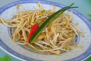 Sojasprossensalat mit Erdnusssauce