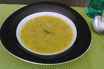 Kalte Zucchinisuppe mit Buttermilch