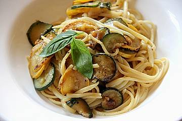 Spaghetti mit Zucchini und Käse