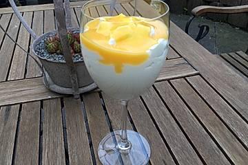Eierlikör-Nachtisch mit Joghurt