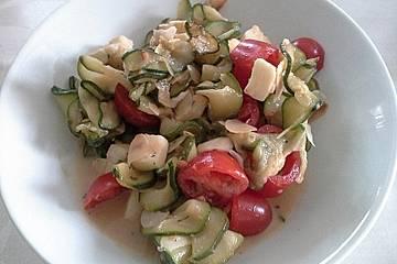 Zucchinisalat mit gerösteten Mandeln
