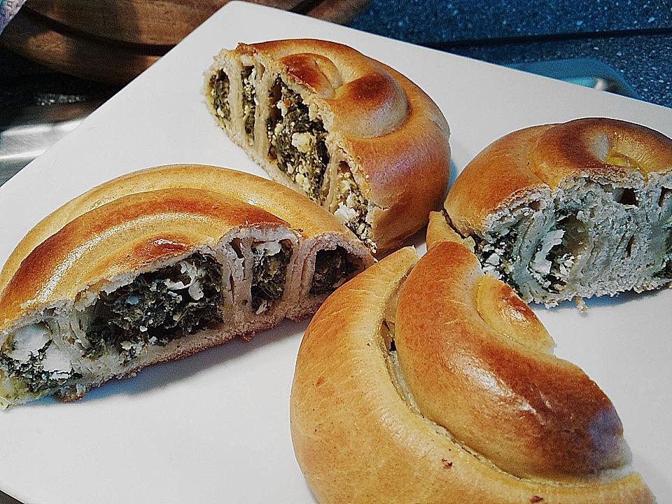 Griechische gefüllte Pita mit Spinat und Schafskäse
