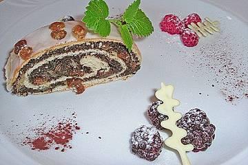 Mohnstrudel mit Vanilleeis