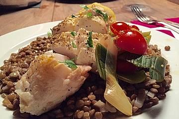 Fisch mit Lauch und Tomaten auf Linsenbett