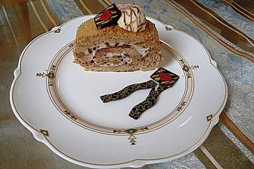 Espressobiskuit mit Amaretto-Stracciatellacreme