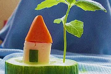 Gurkeninsel mit Haus und Palme