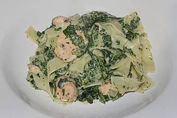 Nudeln mit Lachs und Spinat-Senf Sauce