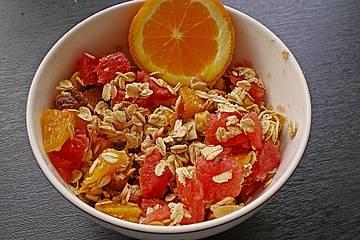 Fruchtiges Vitaminfrühstück mit Haferflocken