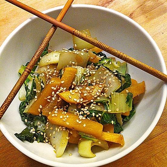 Schnelles Pak Choi-Karotten-Gemüse
