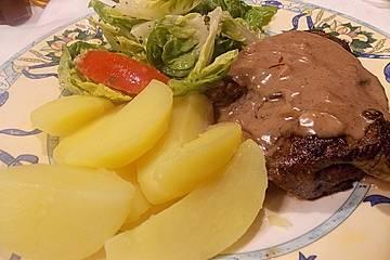 Rindersteaks mit Rotwein-Zwiebel Sahnesauce