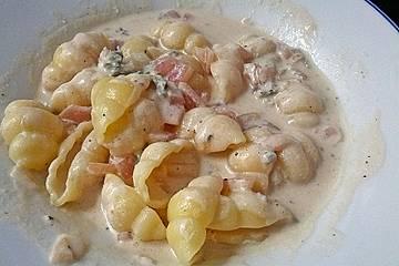 Gorgonzola-Soße mit Zwiebeln und Weißwein