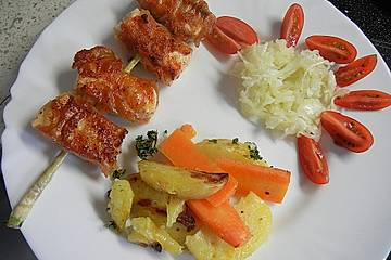 Blackys Kartoffel- Möhrengemüse vom Blech mit Lachsspießen