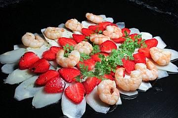 Spargel-Carpaccio mit Erdbeeren
