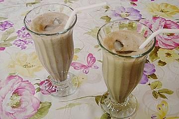 Schokoladen-Eiskaffee mit Rum