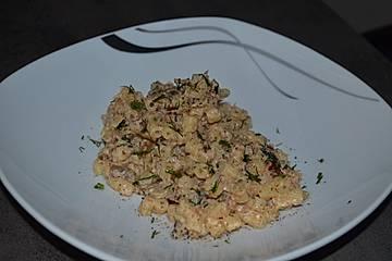 Penne mit Ricotta, Zucchini, Sardellen und getrockneten Tomaten