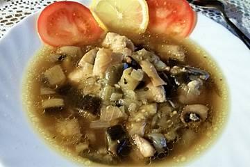 Leichte Fischsuppe mit Champignons und Zucchini