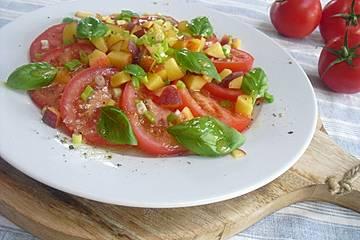 Tomaten-Pfirsich Salat