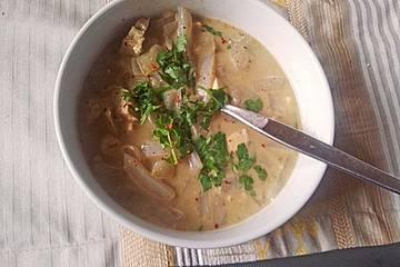 Shirataki-Nudelsuppe mit Tofu