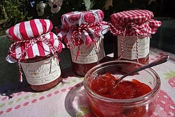 Rhabarber-Erdbeer-Konfitüre mit Amaretto