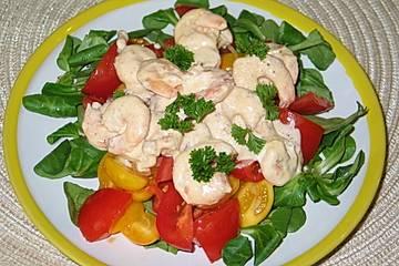 Sommerlicher Tomatensalat mit Garnelen