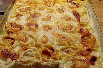 Selbstgemachte Nudeln mit Schinken und Käse