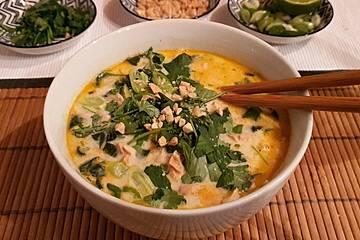 Thai Suppe mit Glasnudeln, Spinat und Hühnchen