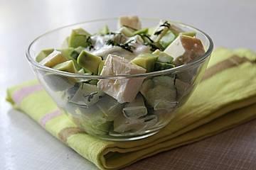 Avocado-Gurken-Feta-Salat
