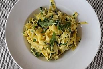 Spaghetti mit Zitrone und Rucola