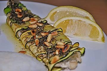 Zanderfilet im Zucchinimantel mit Pinienkernen