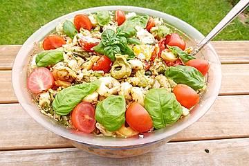 Tortellinisalat mit Pesto