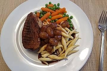 Entenbrust an Schupfnudeln mit Trauben - Cassis - Sauce