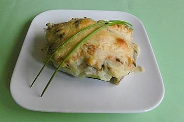 Vegetarisch gefüllte Zucchini mit Kartoffeln und Pilzen