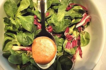 Salatdressing mit Erdbeeressig