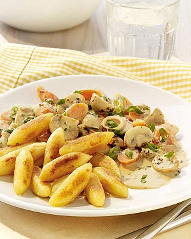 Möhren-Champignon-Gemüse mit Kartoffelnudeln